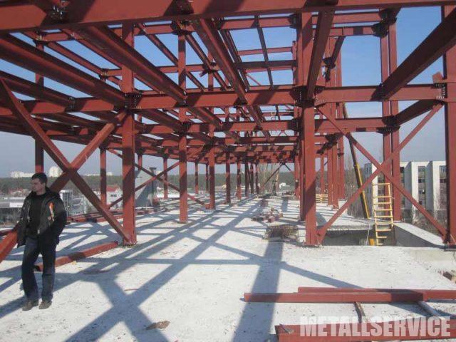 Реконструкция с надстройкой этажа из металлических конструкций
