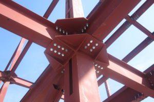 узел крепления металлической балки к металлической колонне